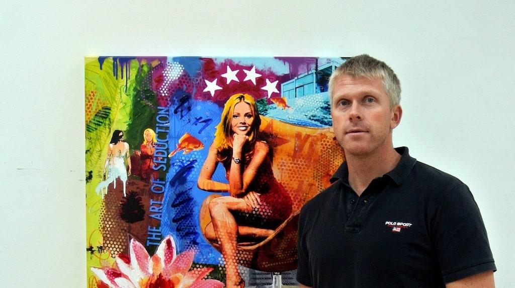 Robert Hilmersson skapar ofta kollage med flera olika tekniker och kommenterar samhällshändelser med humor.