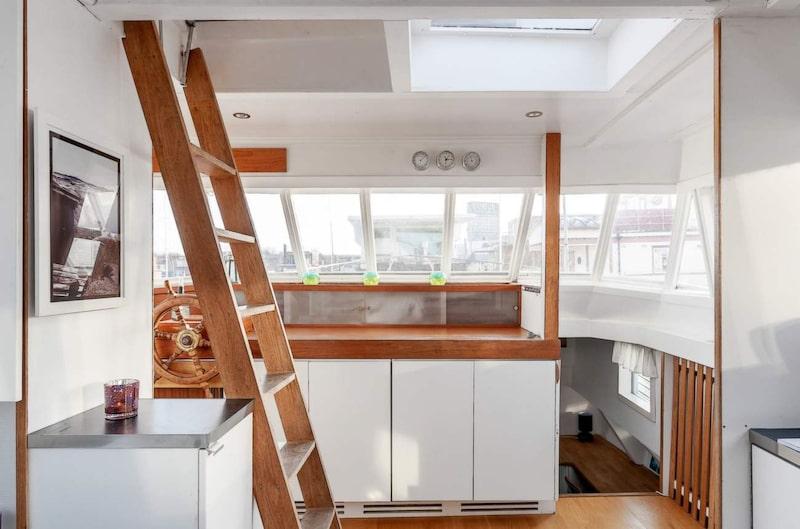 Stegen går upp till takterrassen.