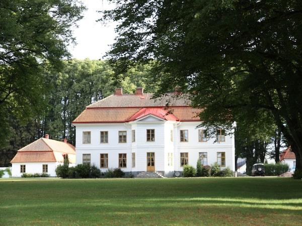 Tullesbo slott i Sjöbo kostar 27 miljoner kronor.