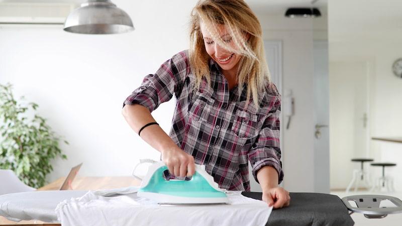 Linnevatten kan du spruta på plaggen innan du stryker dem eller när de behöver fräschas upp.