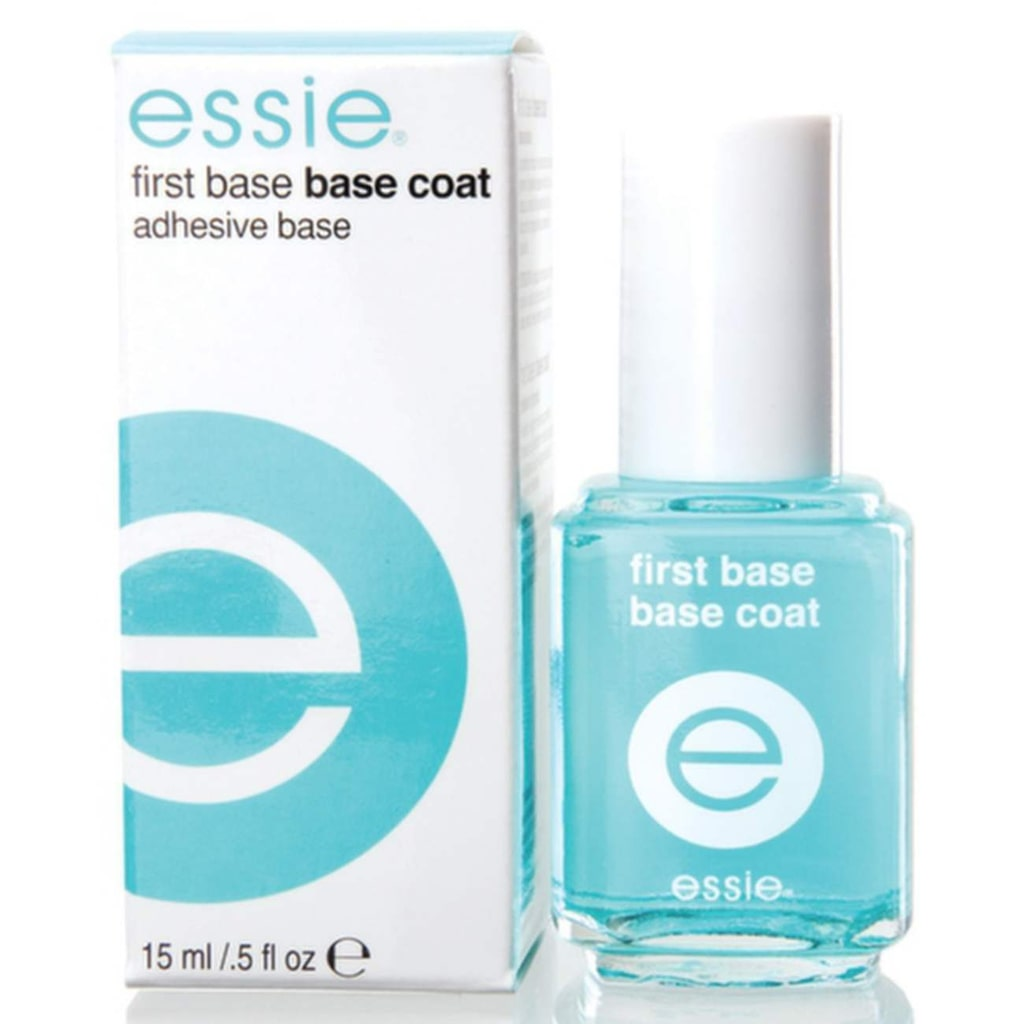 "Baslack ""First Base Base Coat"", Essie, <a _mce_href=""http://www.hudoteket.se/sv/artiklar/essie-professional-nail-care-first-base-base-coat.html"" href=""http://www.hudoteket.se/sv/artiklar/essie-professional-nail-care-first-base-base-coat.html"">149 kronor, Hudoteket.se</a>."