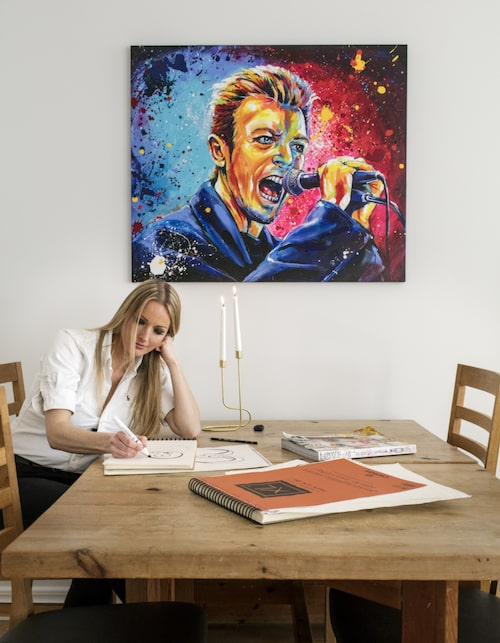 """Tavlan """"Bowie"""" finns att köpa i LEVA&BO:s webbutik. Klicka på plustecknet i bilden för att handla."""