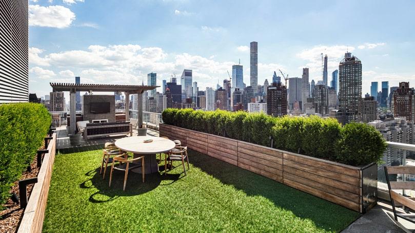 Som en park – i luften. Men det här är trädgården till Jennifer Lawrences lägenhet.