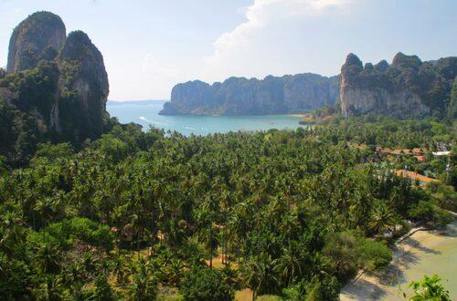 Utsikten från utsiktsplatsen mellan Railay East och Phranang.