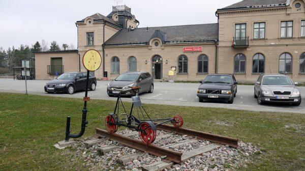 Offentlig utsmyckning i järnvägsknuten Frövi.