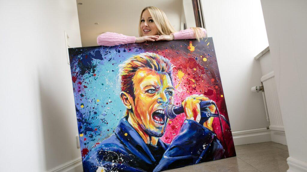"""<p>I början av året ställde Marie ut på lyxhotellet Caesars Palace i Las Vegas – en utställning så framgångsrik att hon nu fått en egen vägg på hotellets konstgalleri.</p> <p>Tavlan """"Bowie"""" finns att köpa i LEVA&amp;BO:s webbutik. Klicka på plustecknet i bilden för att handla.</p> <p><br></p>"""