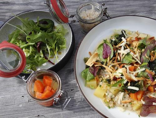 Lunch på Brukshotellet: svamprisotto med picklade grönsaker.
