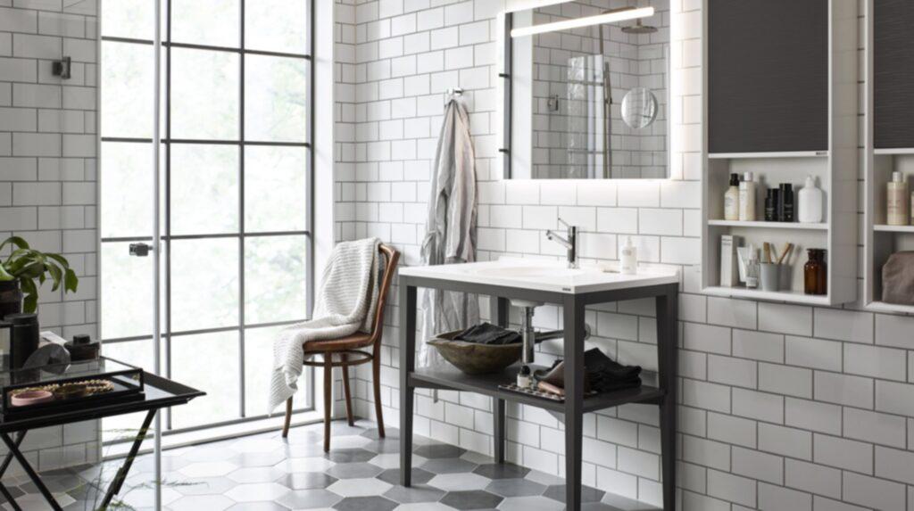 <p>Badrumsserien Art från vedum. Nytt för i år är att du kan få stativet i olika färger, här är det antracitgrått som ger badrummet karaktär.<br></p>