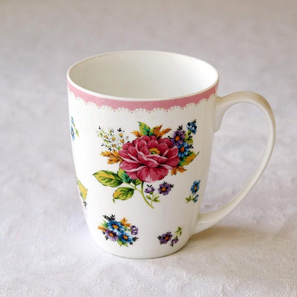 """Favoritkoppen. """"Jag dricker jättemycket te. Eftersom jag gillar att ha det fint omkring mig vill jag ha en fin personlig kopp att dricka ur, och den här är min favorit."""""""