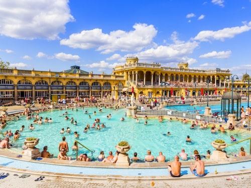 Hälsobassängerna och spaanläggningarna i centrala Budapest är världsberömda.