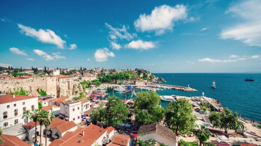 Sol, bad och shopping. Antalya på Turkiets Riviera har allt – billig shopping, sköna bad och intressant historia.