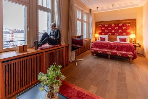 Hotel Orania Berlin har perfekt läge och levande musik varje kväll.