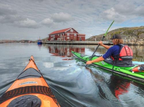 Områdena kring Stenungsund och Tjörn passar att paddla kajak i.