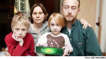 Familjen blev chockad när lillasyster Vega, 5, fick andningsbesvär. Nu vet storebror Jarl, mamma Katarina och pappa Daniel att det var chokladen After Eight som gjorde Vega sjuk.