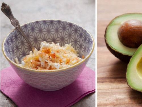 Kokt ägg, äppelkeso och avokado.