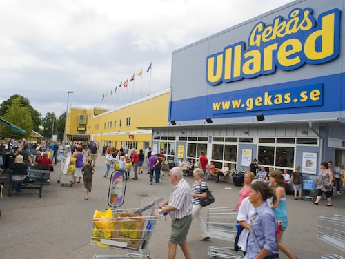Lågprisvaruhuset Gekås i Ullared är Sveriges populäraste turistmål och lockar närmare 5 miljoner besökare varje år.