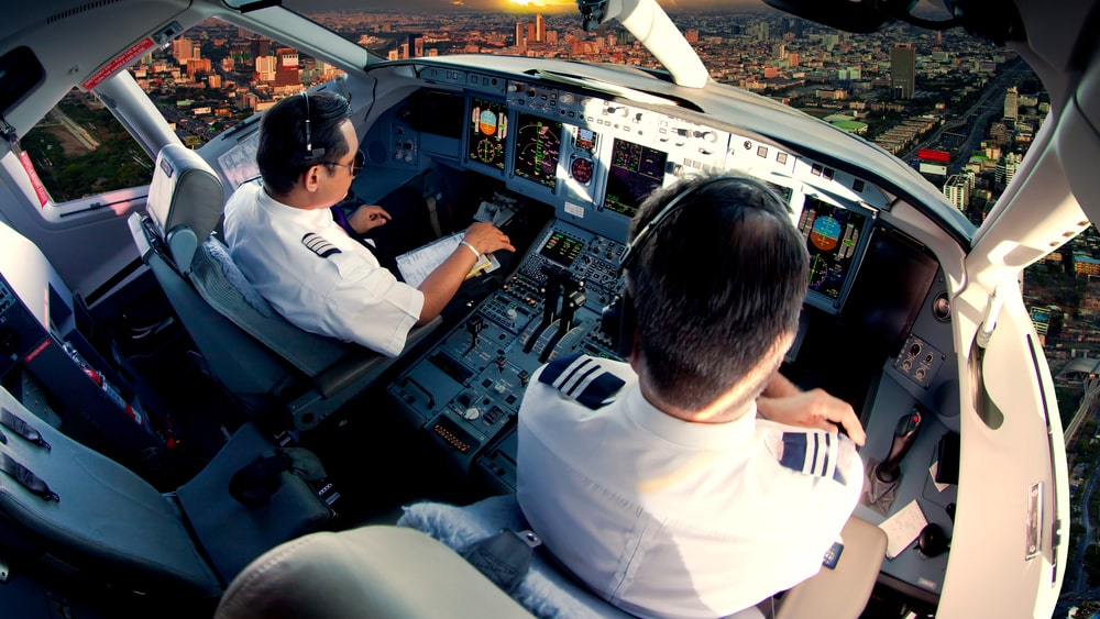 En stor fördel med att arbeta som pilot är att valfriheten när det okmmer till vilka kolleger du jobbar med är stor. Trivs du inte med din parhäst, ja, du byts personen i fråga ut.