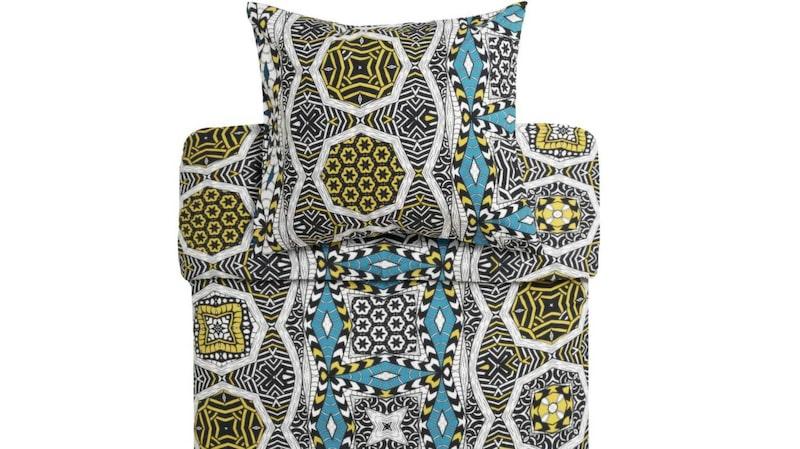 Etniskt och färgstarkt. Afrikanska mönster och färger är ett tema hos Åhléns i höst. Detta bäddset dessutom i grönt och blått, 399 kronor, Åhléns.