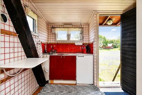 Kvarnen är inredd med kök, allrum och sovplan.