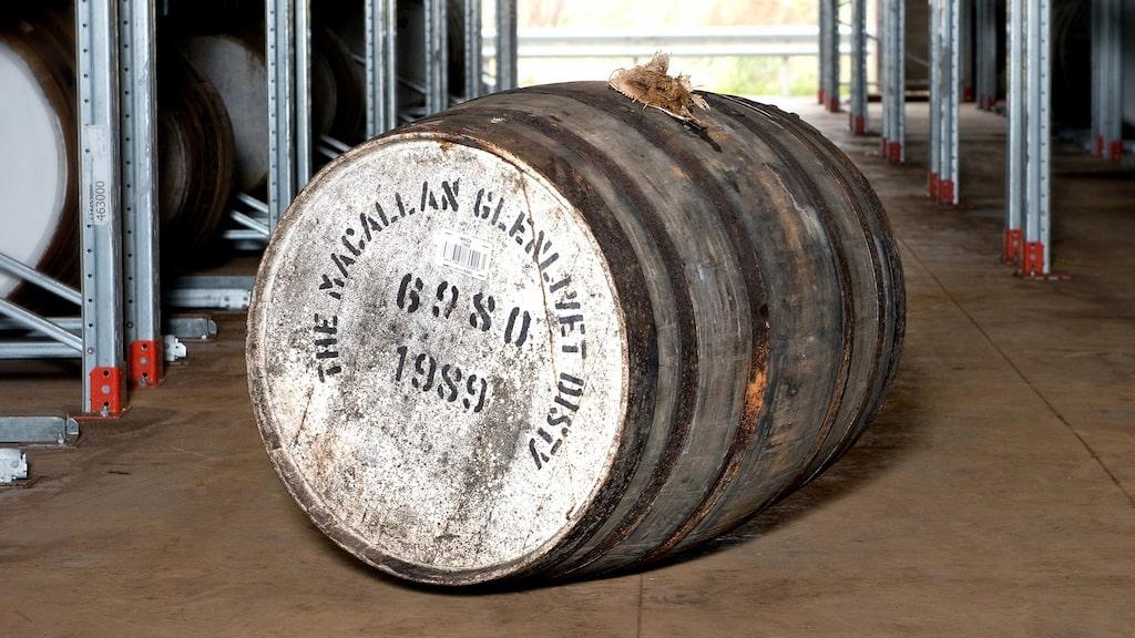 Det här whiskyfatet ropades ut för 5,4 miljoner kronor på en auktion i Hongkong.