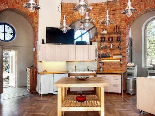 Köket ligger i direkt anslutning till entrén.