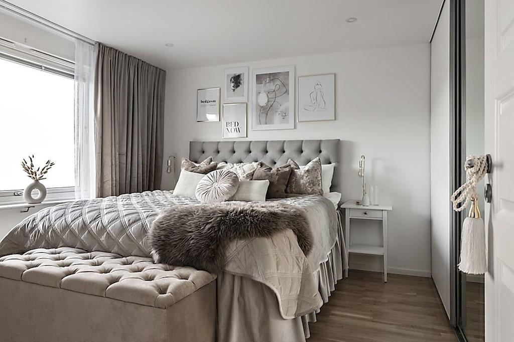 Sovrummet med gott om förvaring.