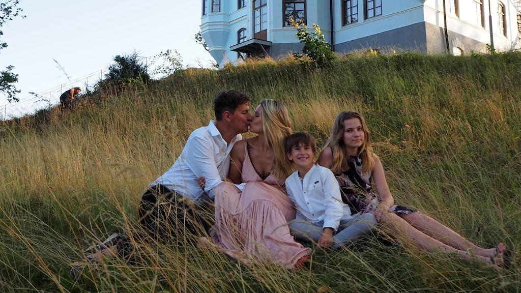 Stefan och Agnes med två av sina barn, Nils och Karin.
