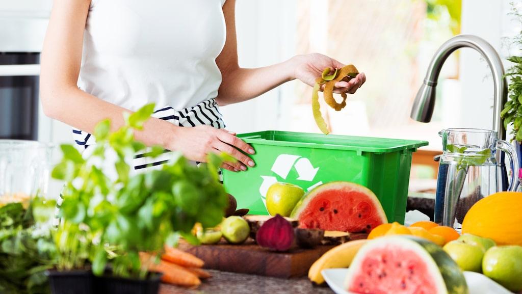 Visste du att nästan 40 procent i soppåsen är matavfall? Om du däremot sorterar ut det kan det omvandlas till biogas och biogödsel. Eller jord, om du har egen kompost på gården.