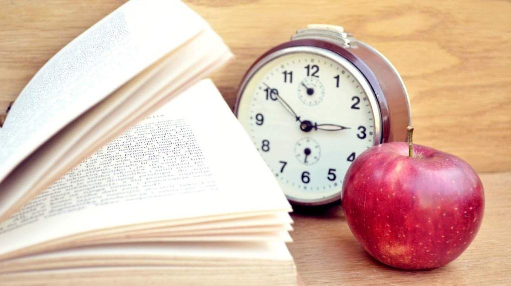 <p>Ha koll på klockan när du pluggar! Efter 90 minuter kan du inte längre hålla koncentrationen.</p>