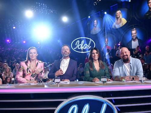 """Kishti Tomita tillsammans med Alexander Kronlund, Nikki Amini och Anders Bagge i """"Idol""""-juryn."""