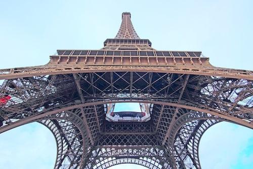 Eiffeltornet är tyvärr pampigare på distans att på nära håll.