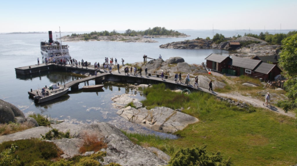 <p>Unna dig en hösthelg i Stockholms skärgård! Här är bastubaden på Bullerö.</p>