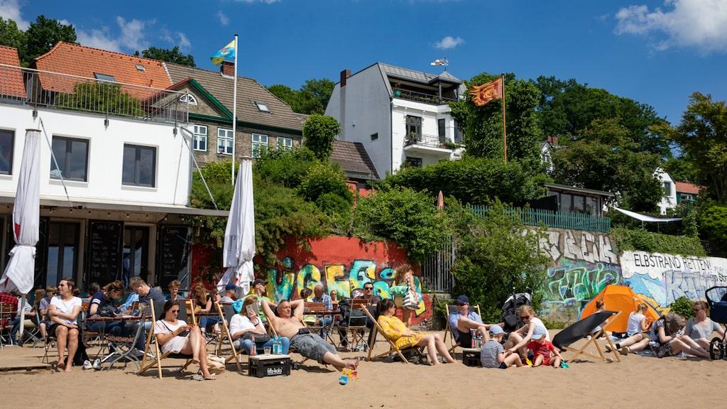 Strandbaren Ahoi ligger på en av de populäraste stränderna i Hamburg.