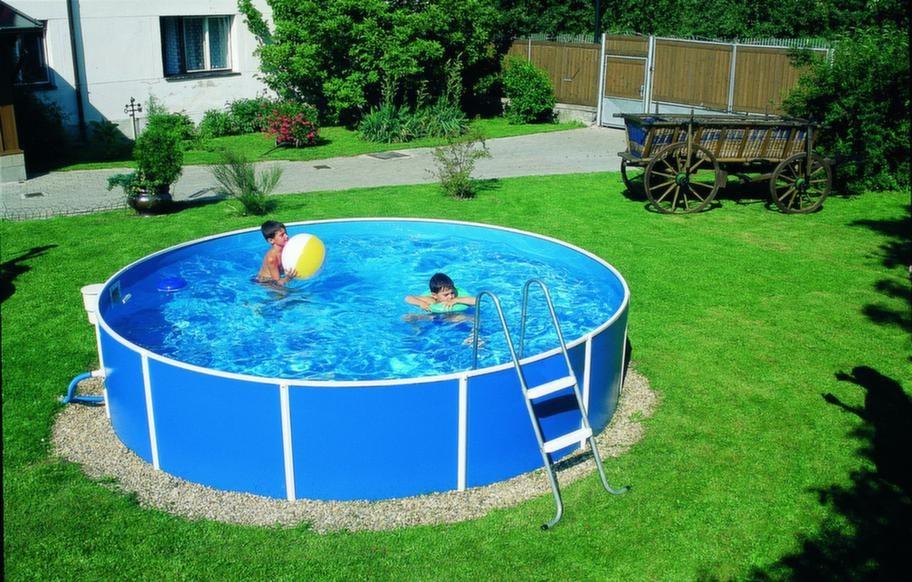 Liten pool med bra kvalitet.<br>Sunpool 300A är en liten och enkel pool av bra kvalitet. Höjd: 0,9 meter, diameter 3,6 meter, rymmer 9 000 liter. Stege, plåtstomme, liner och diverse andra tillbehör, 2 490 kronor, neptunbath.com.