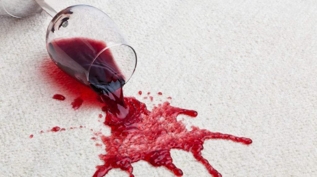 Vin på mattan är ingen höjdare. Men det finns räddningar även för det.