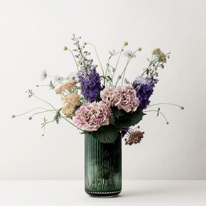 Vaser och krukor i klassisk design blir uppskattat i det nya hemmet.