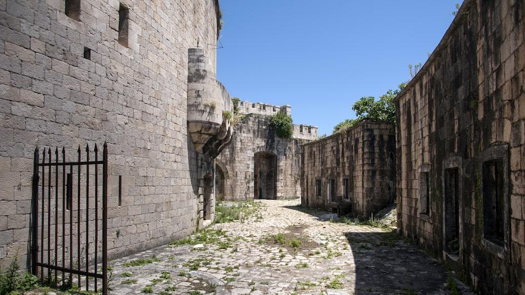 Under andra världskriget satt tusentals personer fängslade på ön.