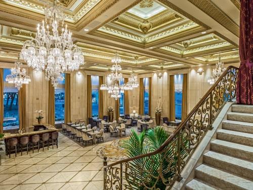 Lobby med champagnebar.