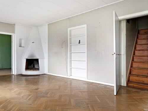 Trapp till övervåningen från vardagsrummet.