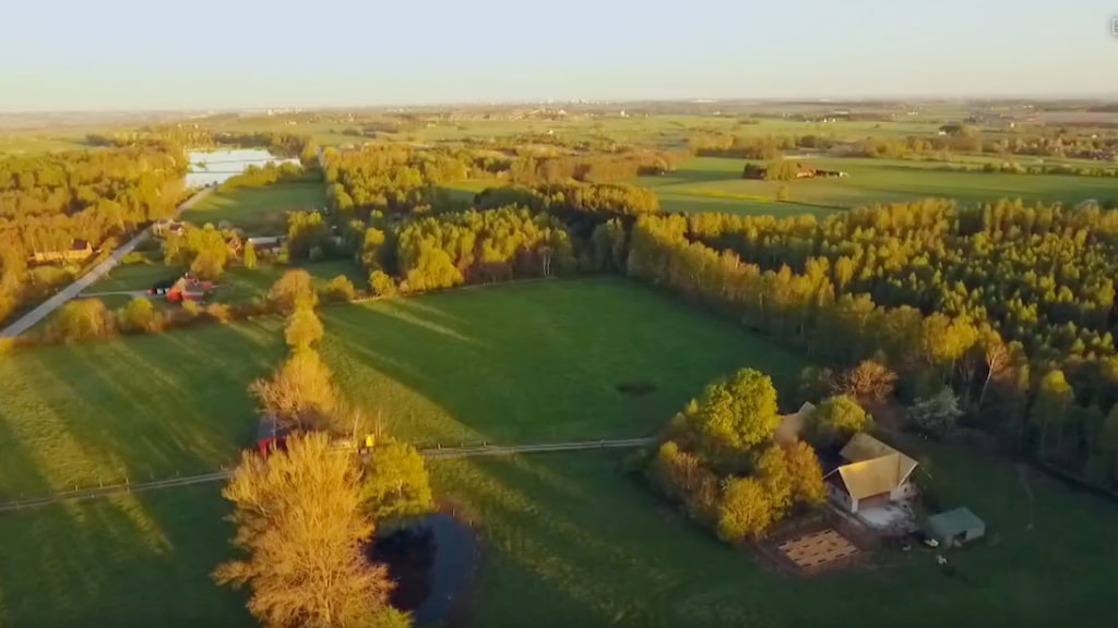 """Den öde gården som """"Trädgårdstider"""" tar sig an är vackert belägen i Skåne."""