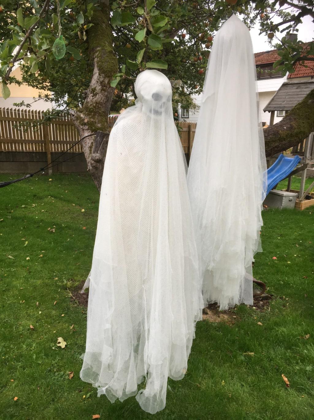 De här effektfulla spökena kan du göra på mindre än en timme.