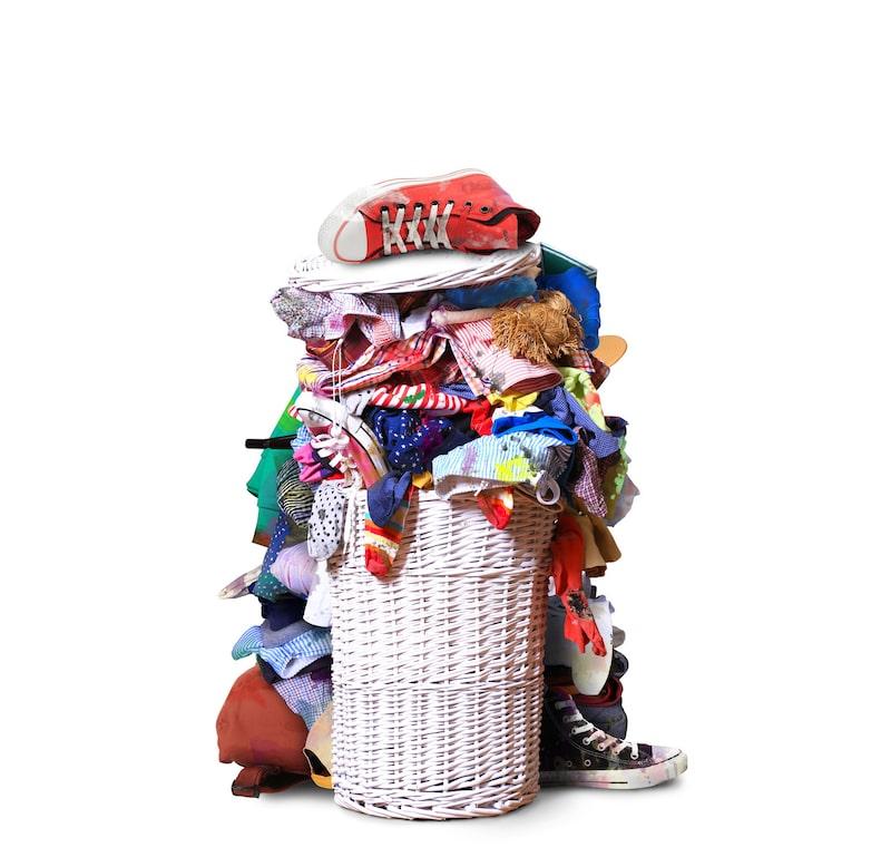 Svartpepparn fungerar som en exfoliering av tvättmedelsresterna vilket är det som får kläderna att bleka.