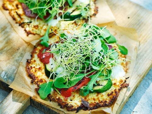 Fuska inte med måltiderna. På bilden en blomkålspizza.