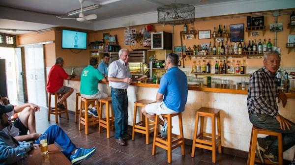Bar Careta är en enkel bar där Manolo stått bakom disken i 28 år.