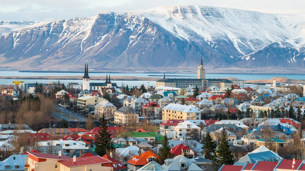 Reykjavik är en av de fyra destinationerna från Stockholm som läggs ner.