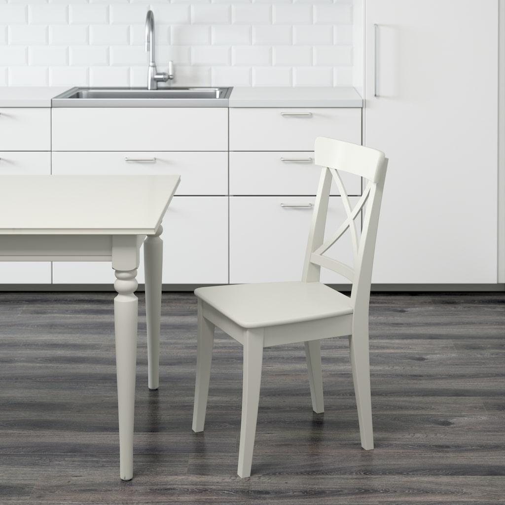 """En stol som passar i de flesta svenska hem, stolen """"Ingolf"""" kostade tidigare 495 kronor, nu får du betala 425 kronor för den."""