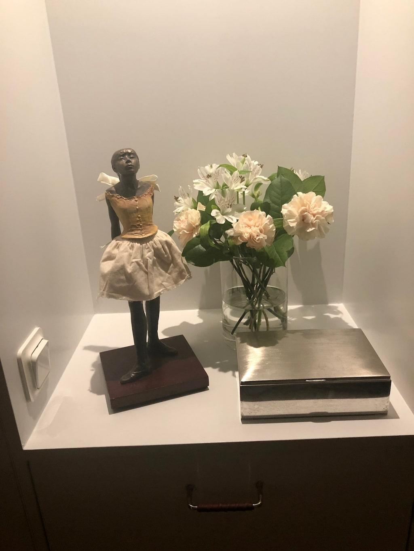 """Julia Dufvenius favoritpryl hemma just nu är den lilla """"petite danseuse"""" som hon fått av en vän"""