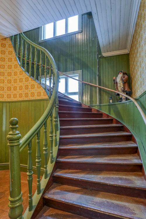 Det fyrkantiga tornet fungerar som trappuppgång.