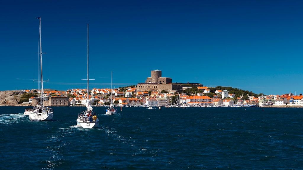 Marstrand är ett klassiskt sommartillhåll för bland annat seglare.