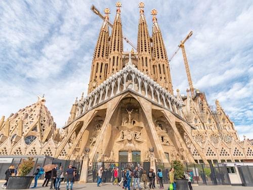 Bygget av Sagrada Familia påbörjades 1882. Så här ser den ut 2019.